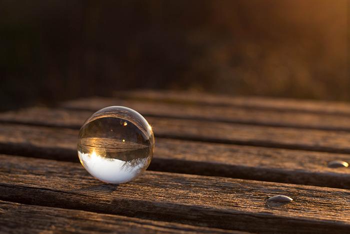 Boule de cristal au coucher de soleil